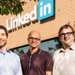 Microsoft met la main sur le réseau social LinkedIn contre 26 milliards de dollars