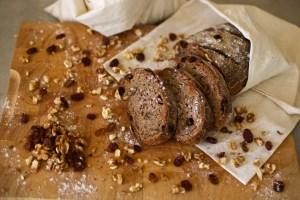 cevizli ve üzümlü ekşi maya tam buğday ekmek