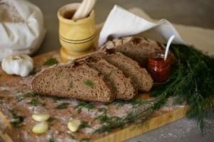 sarımsaklı dereotlu ekşi maya tam buğday ekmek