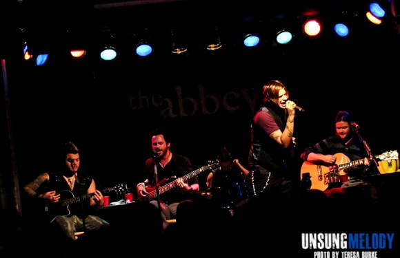 Hinder featuring Aranda, live and acoustic in Chicago!