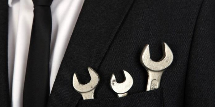 Rüstzeug sichern: Auch wenn es derzeit gut läuft, sollten sich Unternehmen gegen Insolvenzen absichern (© fotolia/Klaus Eppele)