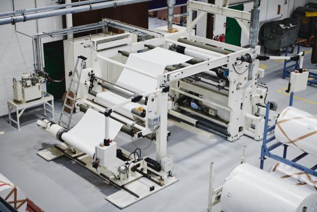 Lohnbeschichtungsanlage für bahnförmige Produkte: Neschen investiert in seine Produktin einen zweistelligen Millionenbetrag.