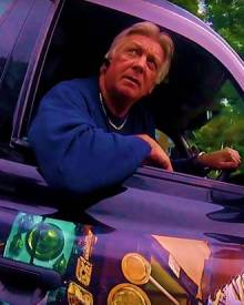 Driver of poorly driven taxi tells cyclist he needs to read the Highway Code