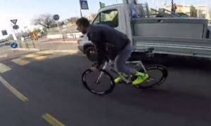 Incredible Video - Action in the Traffic - FIXEDGEAR - No Brakes