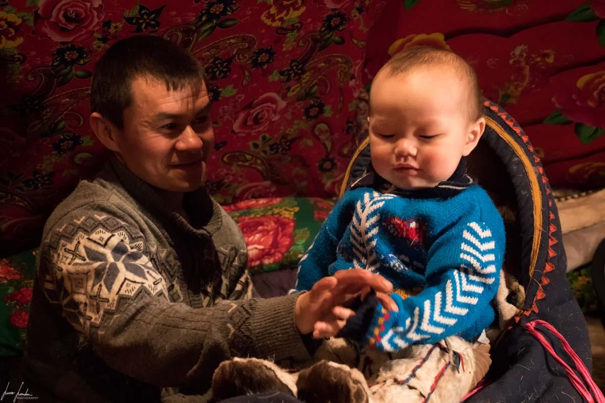 Nenets della Siberia: Vitali e il piccolo Radik