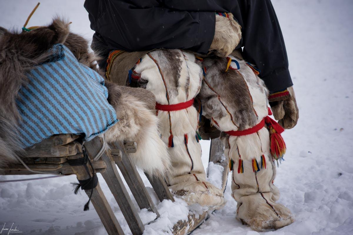 Nenets della Siberia: gli stivali realizzati con la pelliccia delle renne
