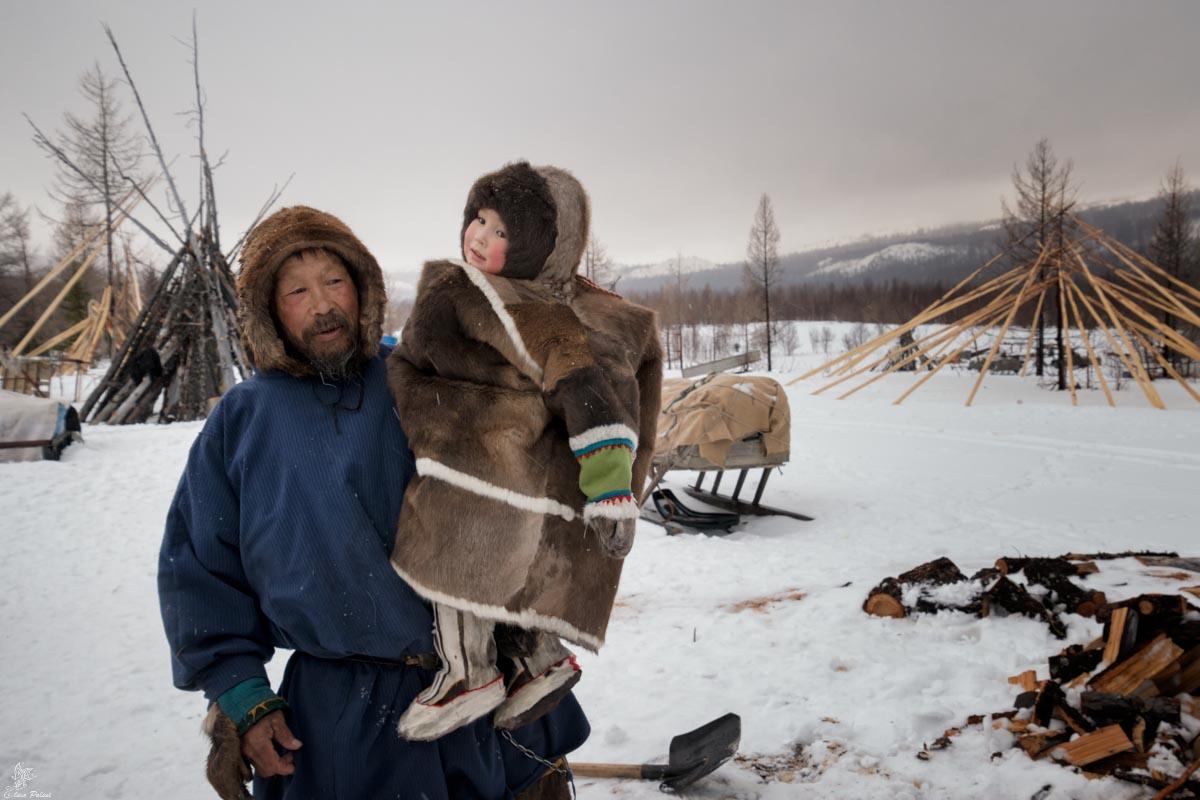 Nenets della Siberia: Petrovic e la sua nipotina Lisa