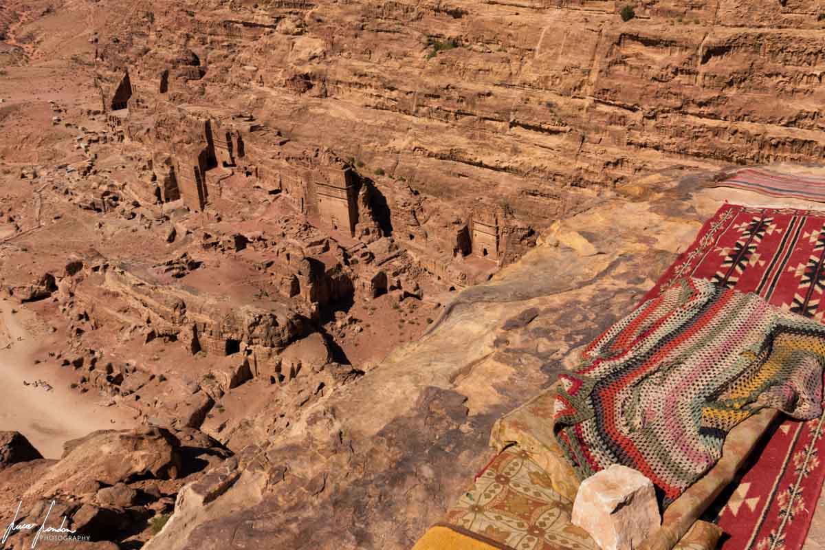 Trekking a Petra: vista su Petra dalla fine del sentiero verso l'Altare del Sacrificio