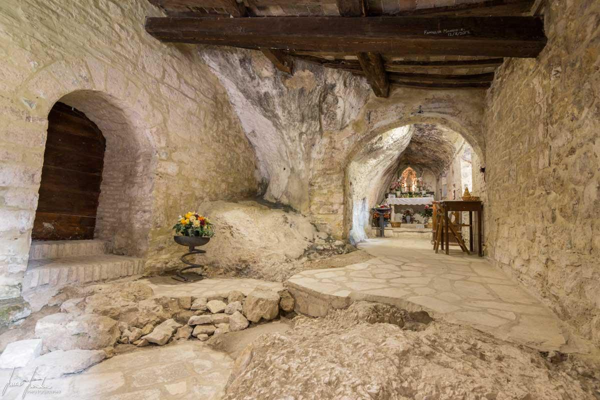 Tempio del Vladier: Eremo di Santa Maria Infra Saxa