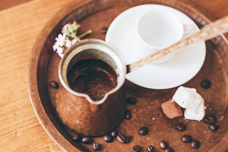 Il caffè tipico della Grecia in infusione