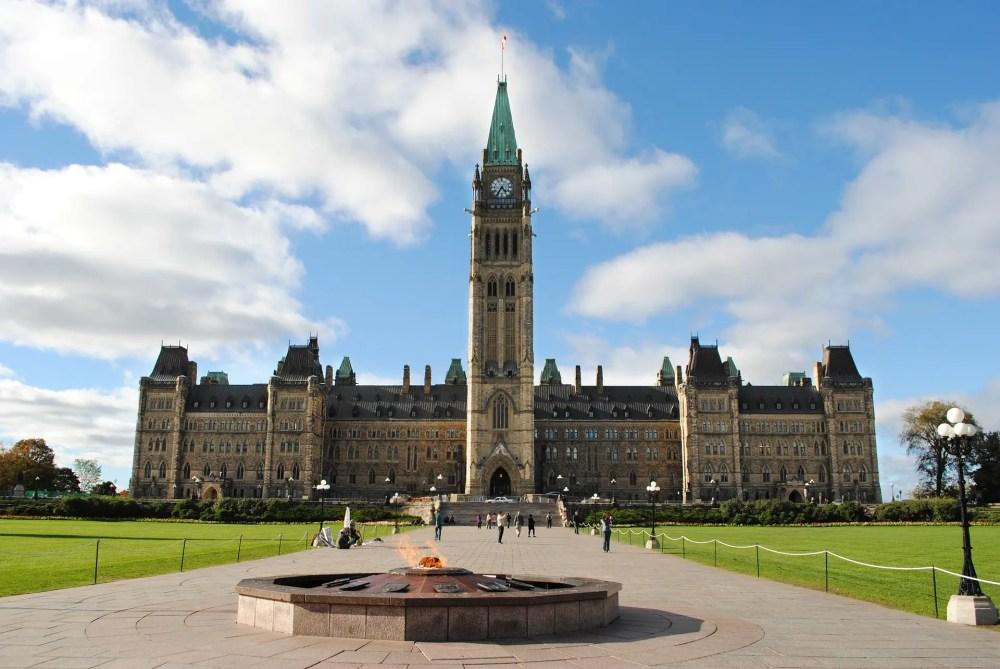 El bloque central de Parliament Hill con la Torre de la Paz convertida en uno de los iconos de Canadá. (foto festivio).