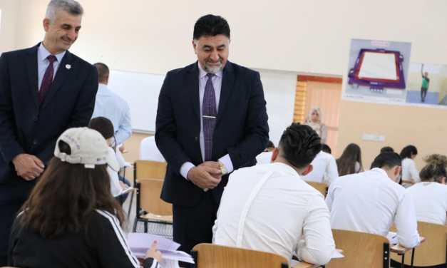 الأعرجي يواصل إشرافه المباشر على سير الإمتحانات النهائية لجامعتنا
