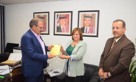 مديرة النشاطات الطلابية بجامعتنا تشارك في مؤتمر دولي في الأردن