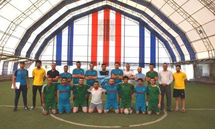 فريق رئاسة الجامعة إلى المباراة النهائية.