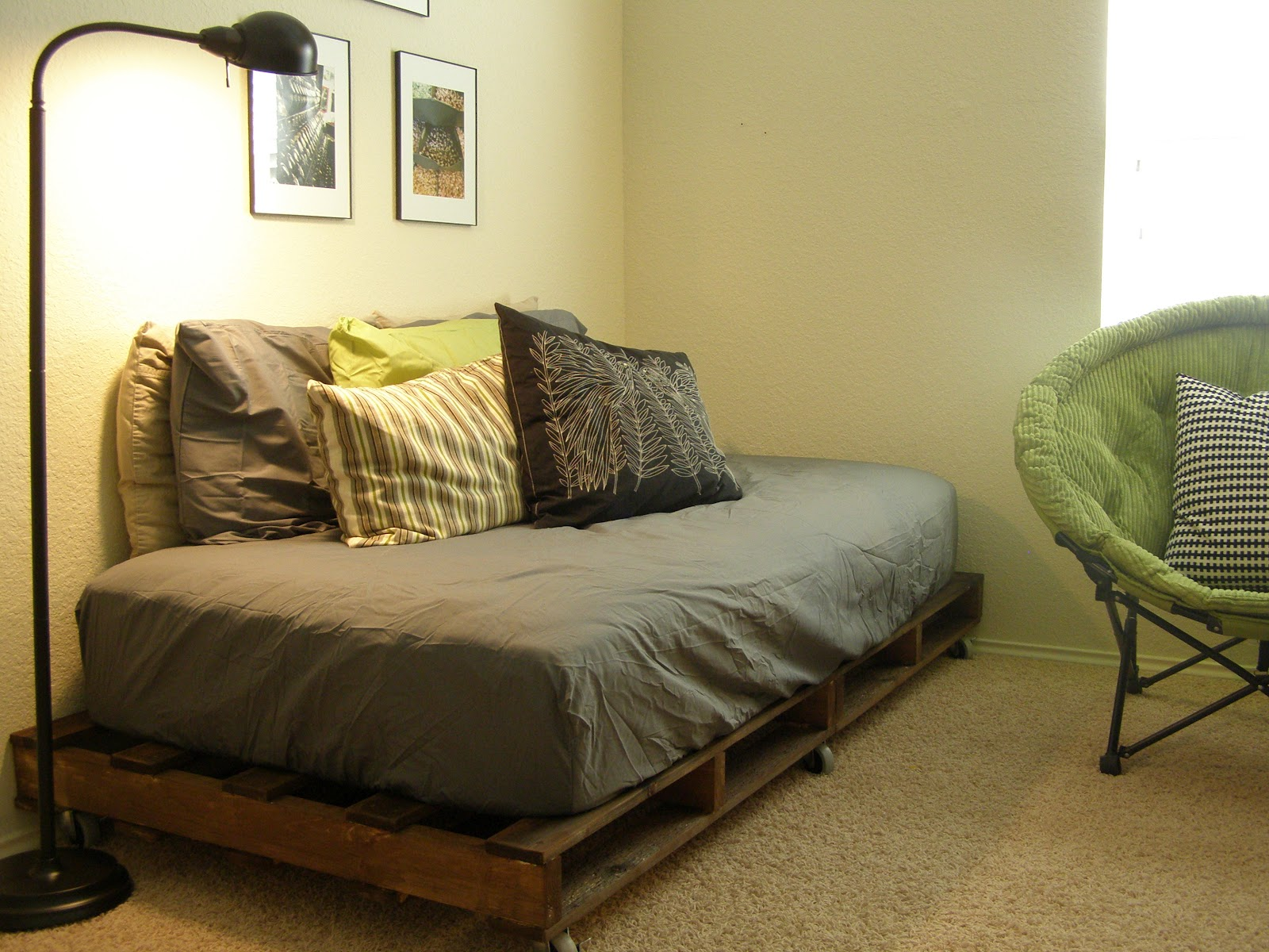 20 brilliant wooden pallet bed frame ideas for your house on Bed Pallet Design  id=48948