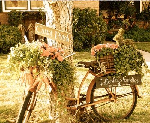 vieja bicicleta usada para ideas de decoración de jardín de flores plantador