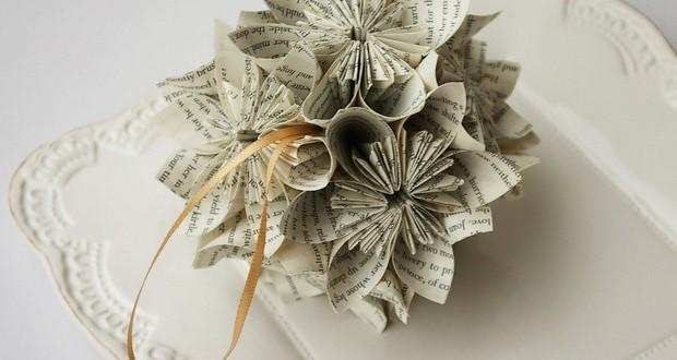 papel-decoración ideas de página-libro-navidad-adornos-pequeña-árbol-ball-artesanal-reutilizar-
