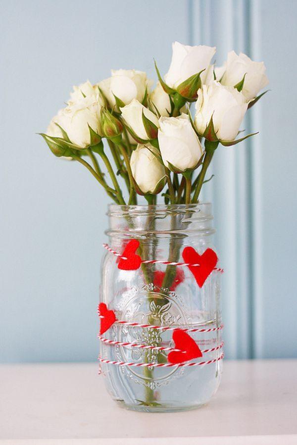 de San Valentín artesanías día de fieltro rojo corazones rosas blancas ramo
