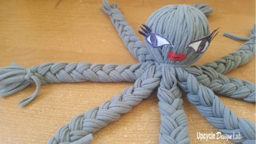 Make your own T-shirt yarn octopus
