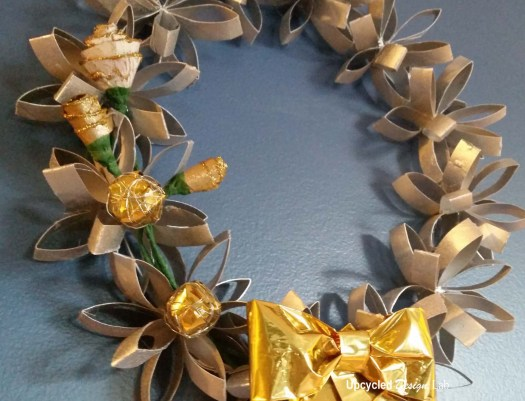 DIY tutorial on how to make a Christmas holiday wreath from paper tubes