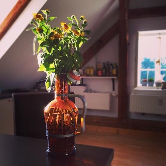 Alte Bierflasche als Vase