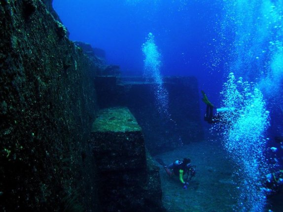 Mystery Of The Pyraminds of Yonaguni
