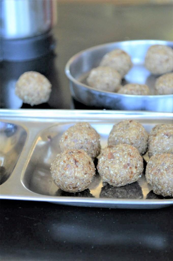 sesame date balls vegan 2 ingredient sugar free
