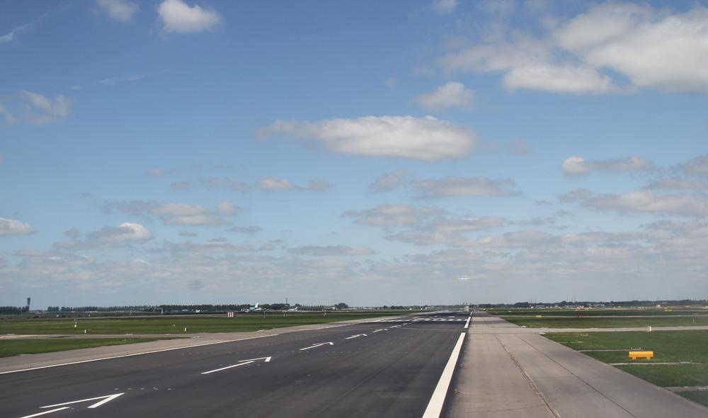 KLM 737 keert terug naar Schiphol