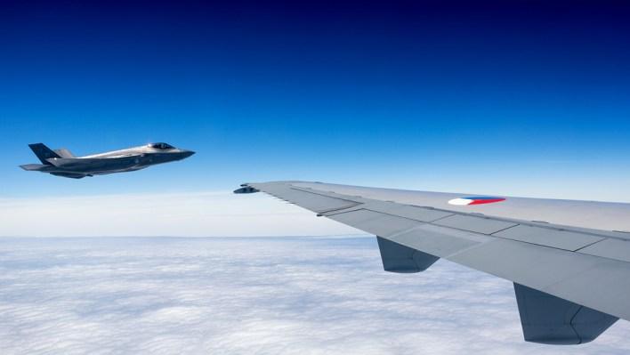 De F-35 gezien vanuit de KDC-10. (c) Daan van der Heijden