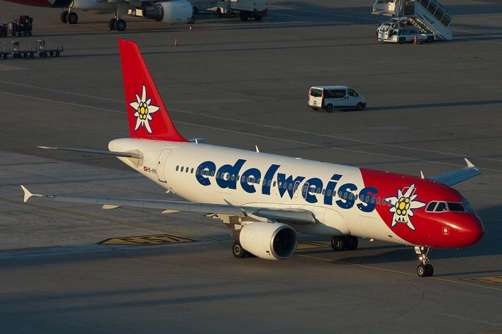 HB-IHX Airbus A320-200 Edelweiss (c) Remco de Wit