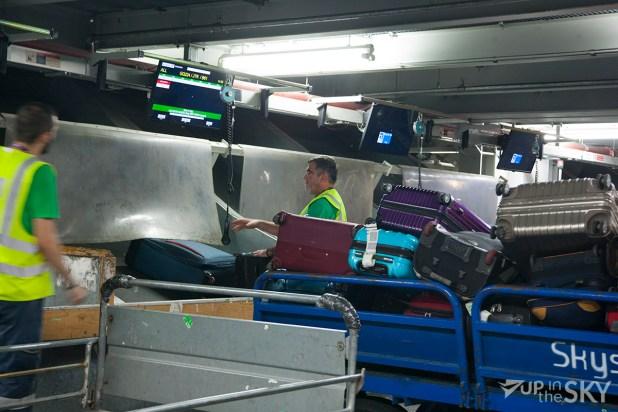 athene_airport_5_bagagekelder_koffer