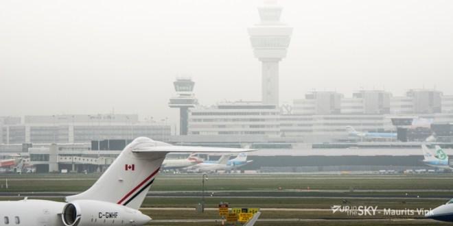 Uitwijkers en annuleringen Schiphol door mist