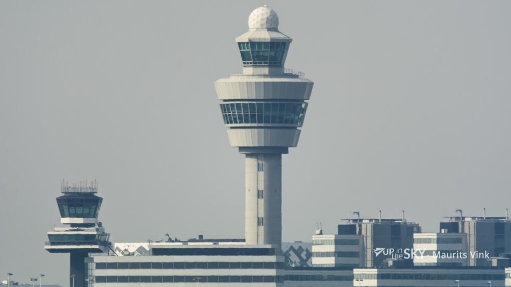 Botsing CRJ-900 en auto vermeden op Schiphol