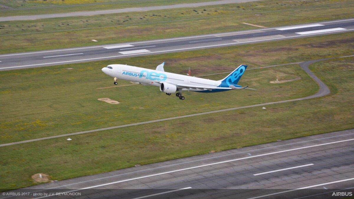 Airbus A330neo stijgt voor het eerst op - video