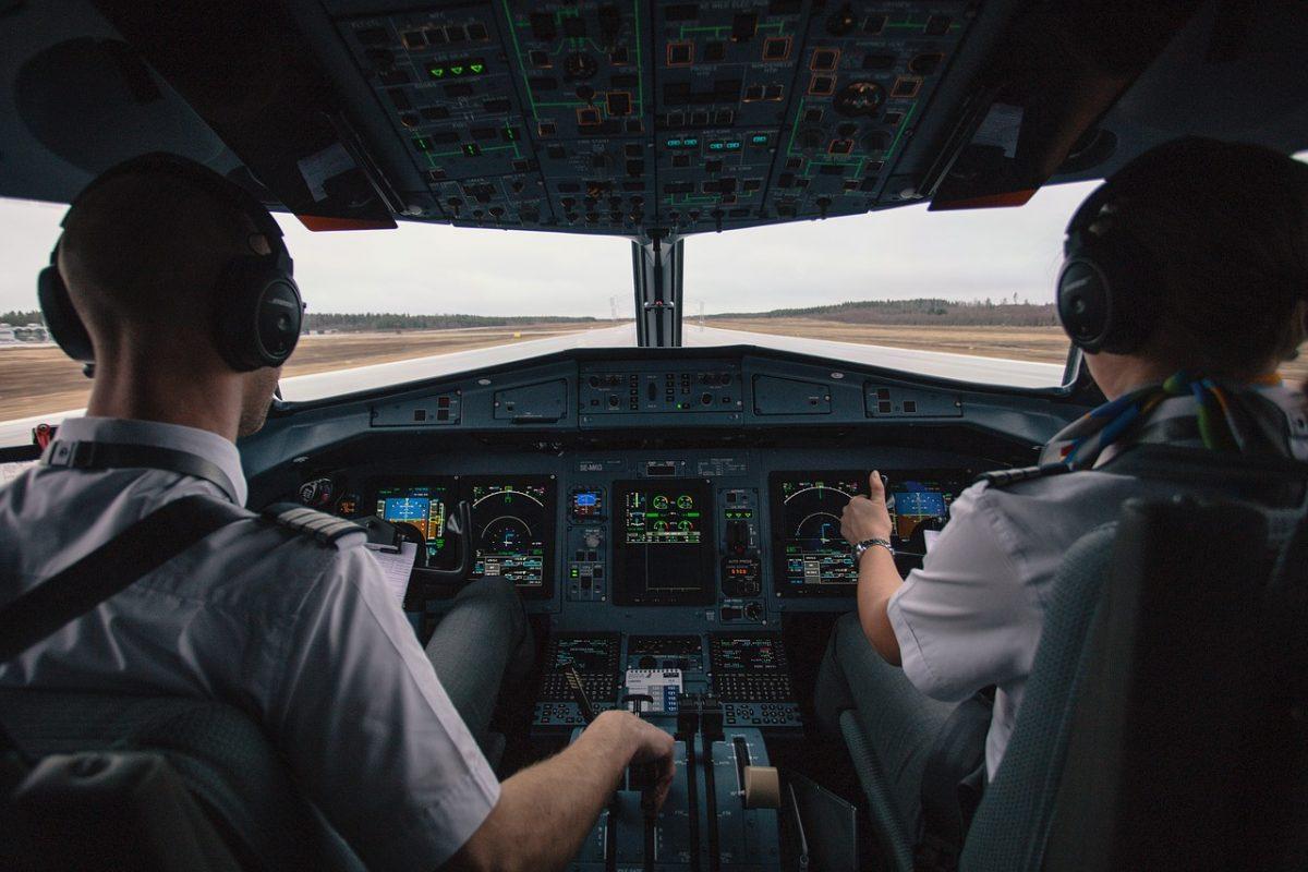 KLM werft tientallen piloten in de vrije markt