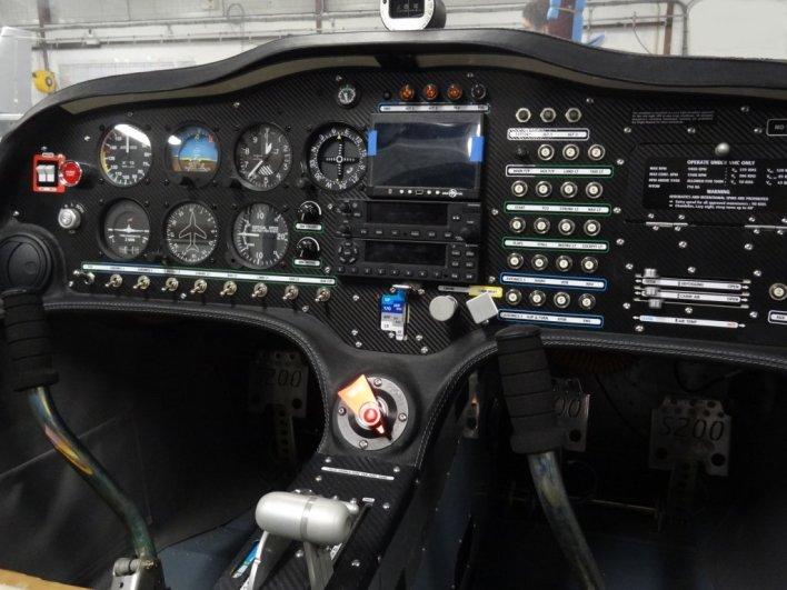 Sonaca 200 met conventionele cockpit layout, © UpintheSky