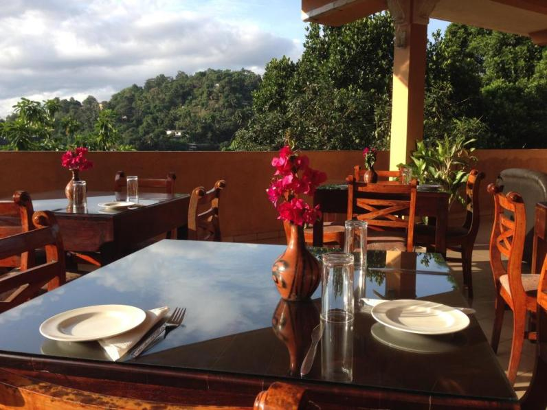 kandy-view-hotel-table