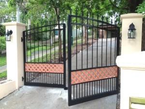 Aluminium gates criss cross