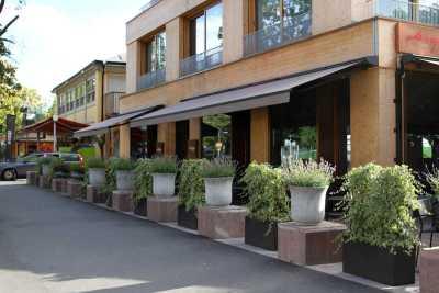 Terassmarkis FA42 passar även bra för restauranger