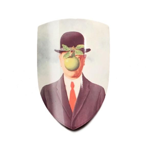 magrittte-badge