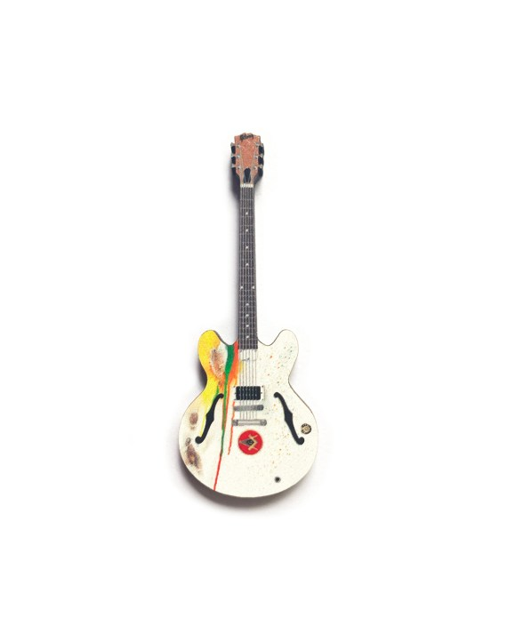 Tom Delonge White Gibson Guitar PIn
