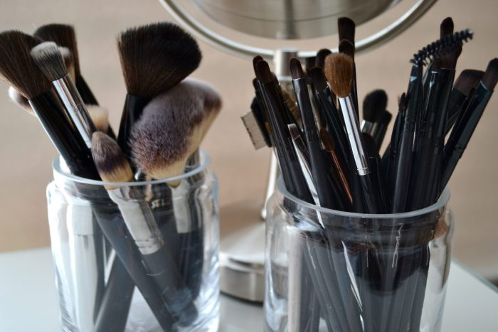 How to clean your makeup brushes with Tea Tree Oil