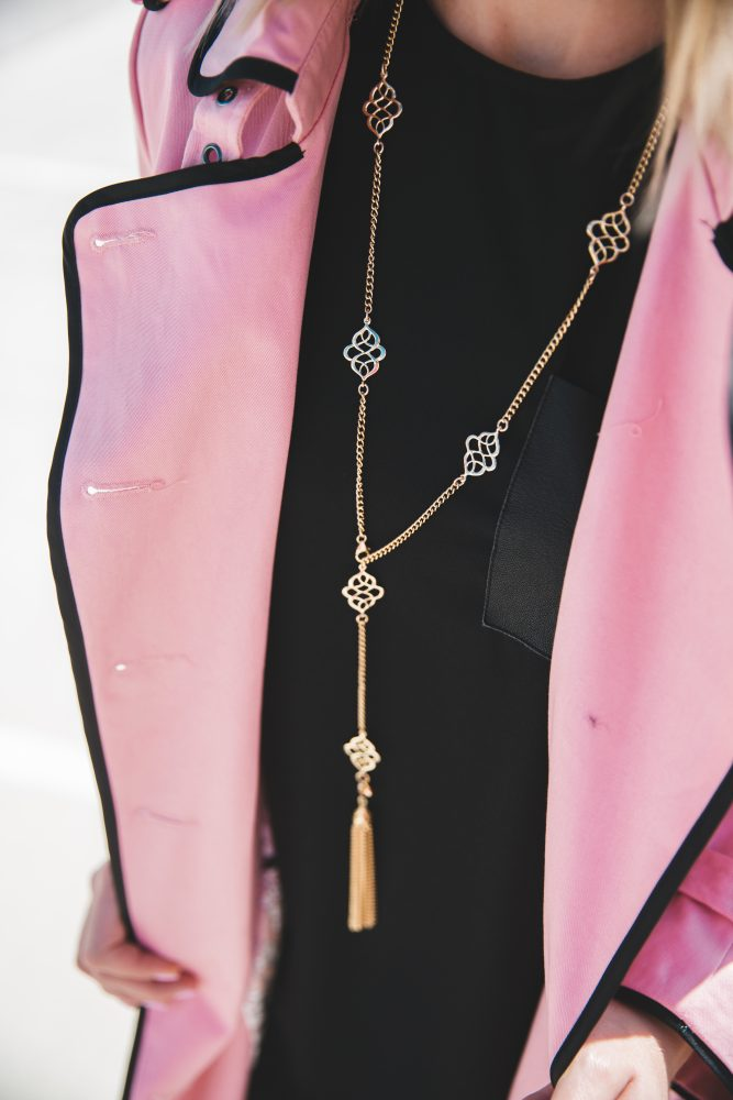 How to wear a pink trench coat