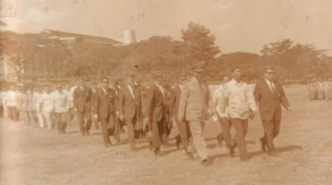Vanguard Ferdinand Marcos '37 leading the UP Vanguard Homecoming Parade at the UP Sunken Garden