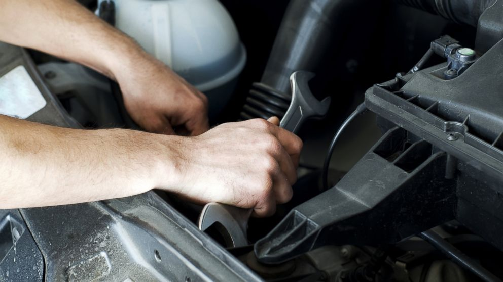 your business should have this standard auto repair shop equipment