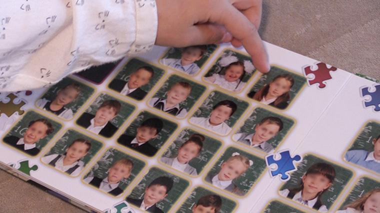 В Москве родители переиздали школьный альбом из-за фото девочки-инвалида