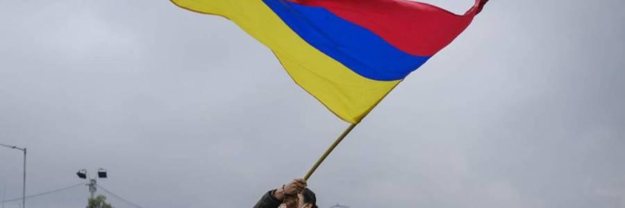 ¿Qué significa la bandera de Colombia al revés y por qué se volvió viral?