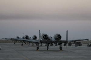 US-Kampfflieger A-10, Ahmes al Jaber Airbase, Kuweit, Januar 2015, 1,5 Tonnen DU wurden bei Luftschlägen im November 2015 in Syrien von A-10- Kampfflugzeugen verschossen.