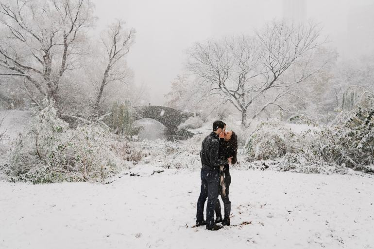 Winter and snow in the engagement shoot of Leah Gervais and Adam Pascarella