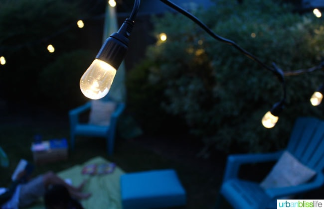 Creating a cozy outdoor summer reading space, on UrbanBlissLife.com